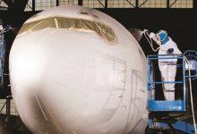 Photo of هل تساءلت يومًا لماذا تطلى الطائرات باللون الأبيض؟